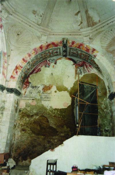 Choeur de l'église de Valsaintes avant restauration