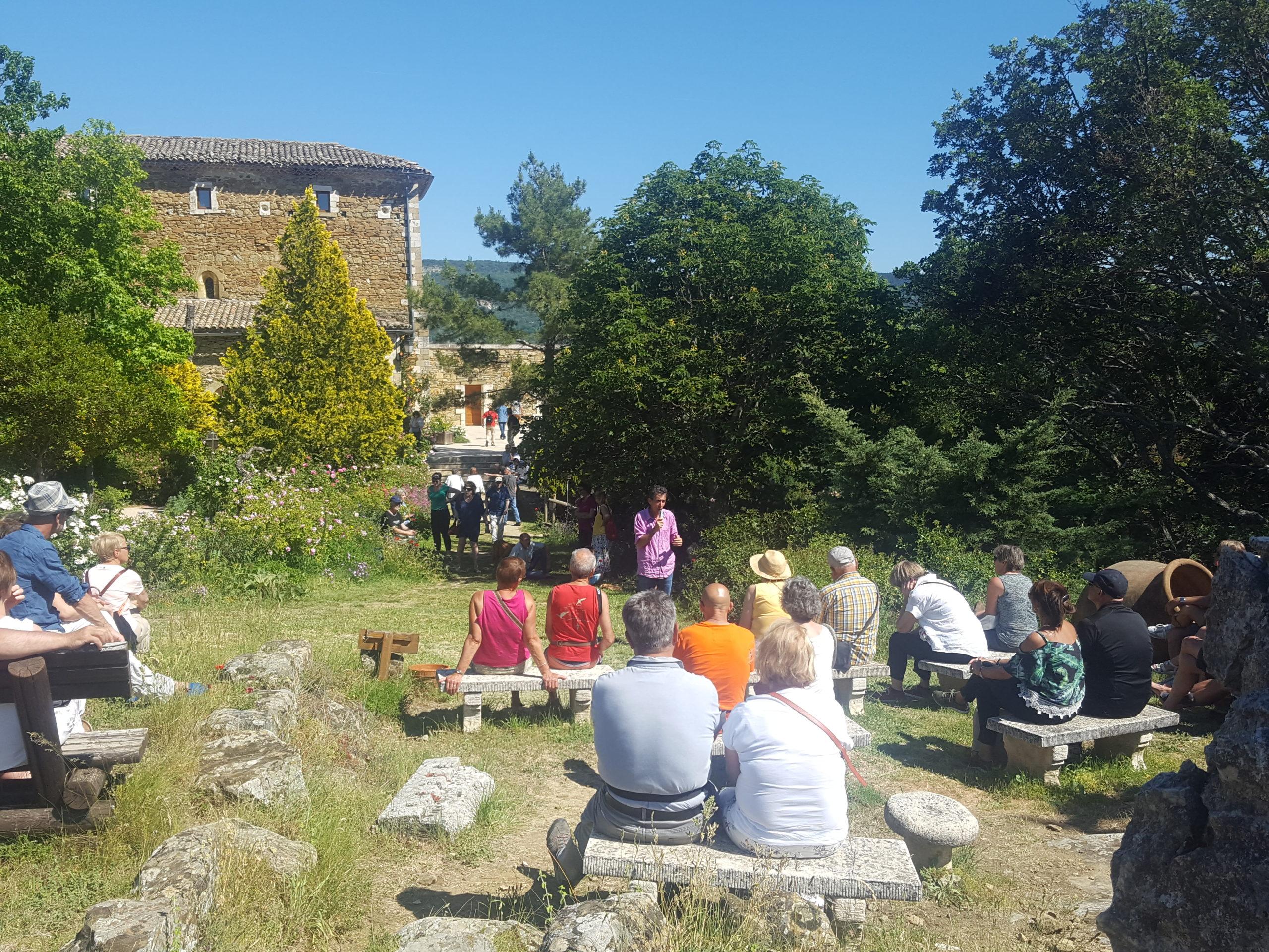 visite guidée du jardin de l'abbaye de valsaintes